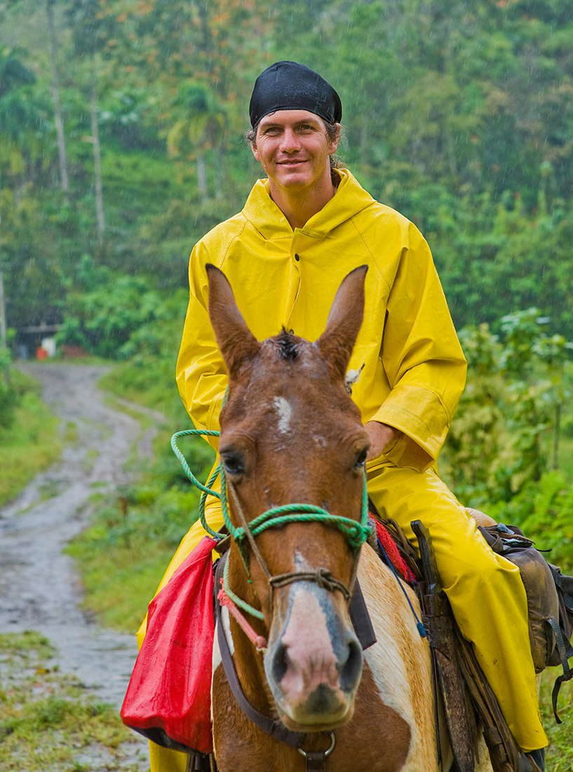 Costa_rica_photos_man_horse.jpg