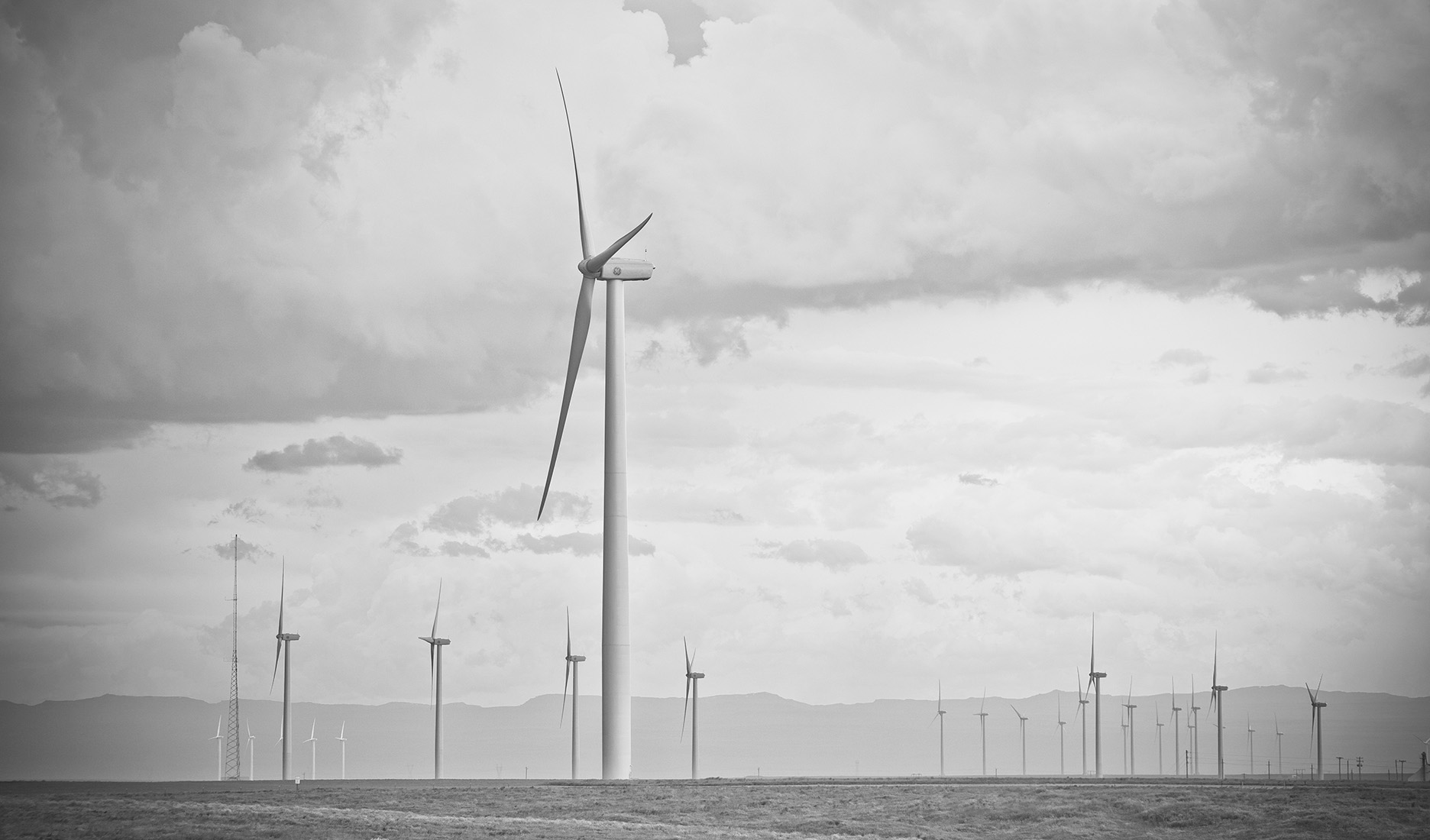 Wind_turbine_Idaho_photography.jpg